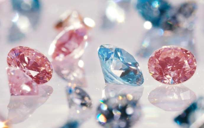 Lightbox synthetic diamonds